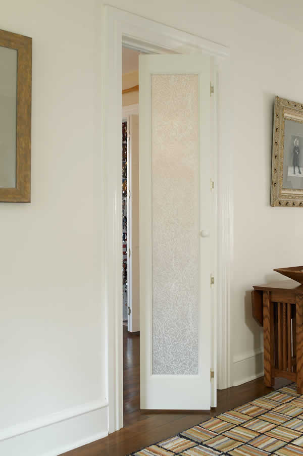 Pinecroft Le Elegance Fern Leaf Frosted Glass Bifold Door