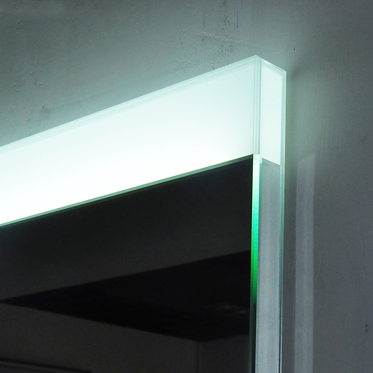 Grande LED Mirror Detail
